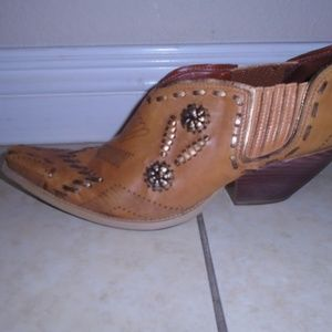 BCBG GIRLS ~ANKLE BOOTIES ~WESTERN WOVEN STYLE 7.5